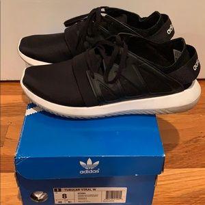 Adidas Women's Black Sneaker Size 8